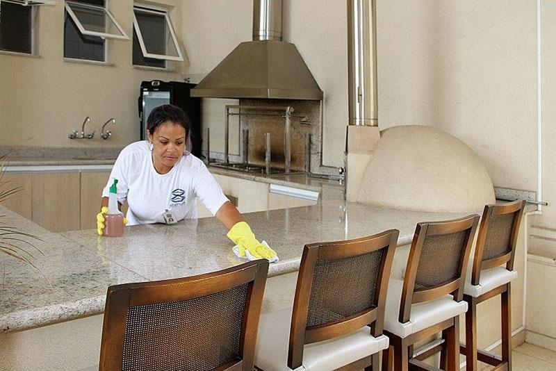 Terceirização de serviços de portaria e limpeza